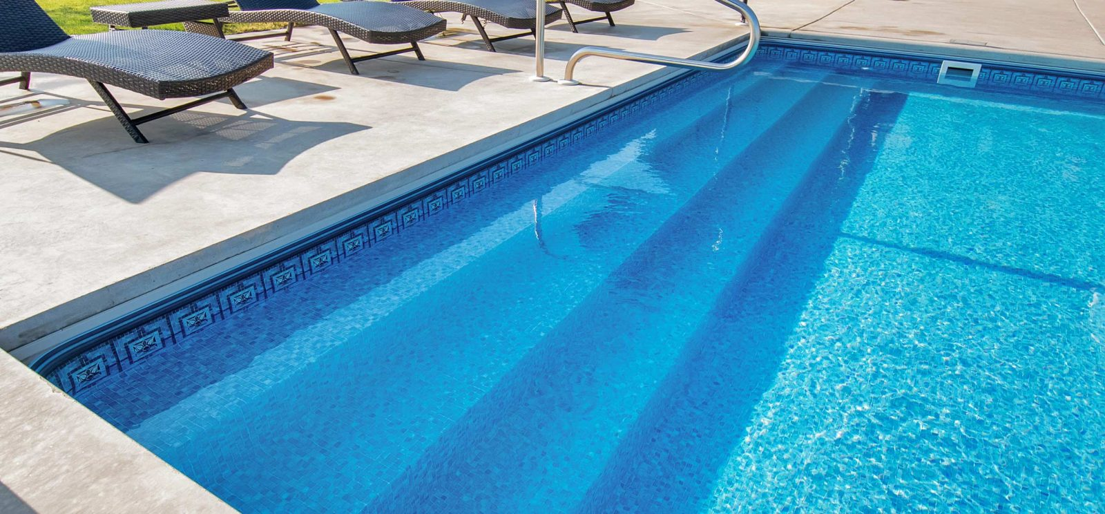 Make your pool look brand new with swimming pool tiles